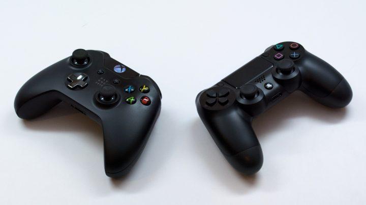 Nên mua tay cầm PS4 hay Xbox One?